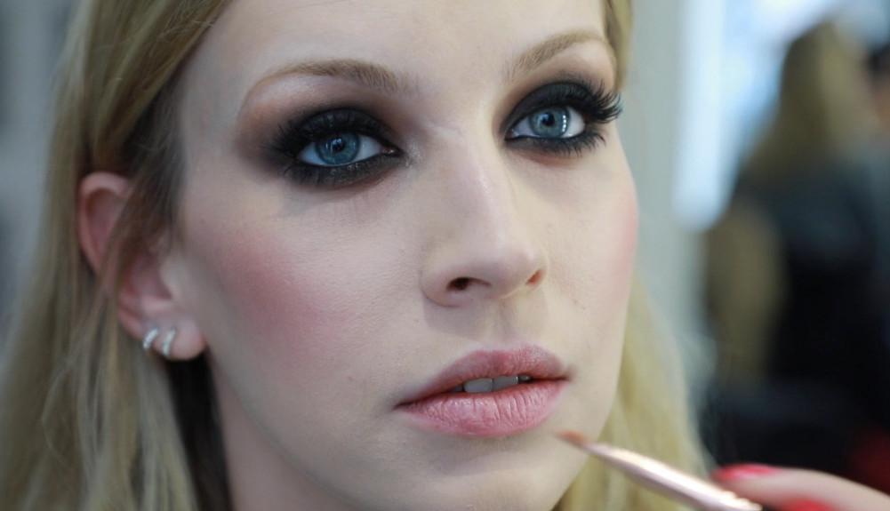 Zvezda serije Aleksandar od Jugoslavije u make up tutorialu: Sada shvatam da sam mnogo grešila (video)