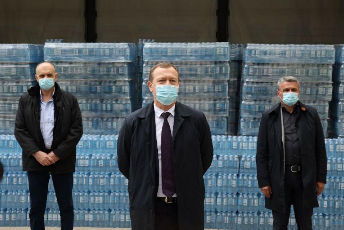 Humanitarnost na delu u borbi protiv Covid-19 - NIS donirao Jazak vodu Opštoj bolnici u Čačku