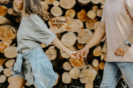Ljubavni horoskop za 2. maj: Zbližavanje sa partnerom će vas ispuniti iskrenim emocijama