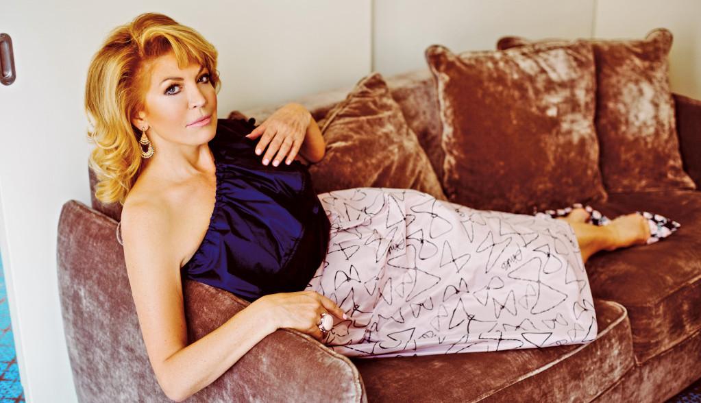 Skriva se od javnosti! Ova zanosna plavuša je rođena sestra Suzane Mančić (FOTO)