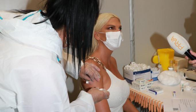 Jelena Karleuša se vakcinisala, evo koju je vakcinu odabrala
