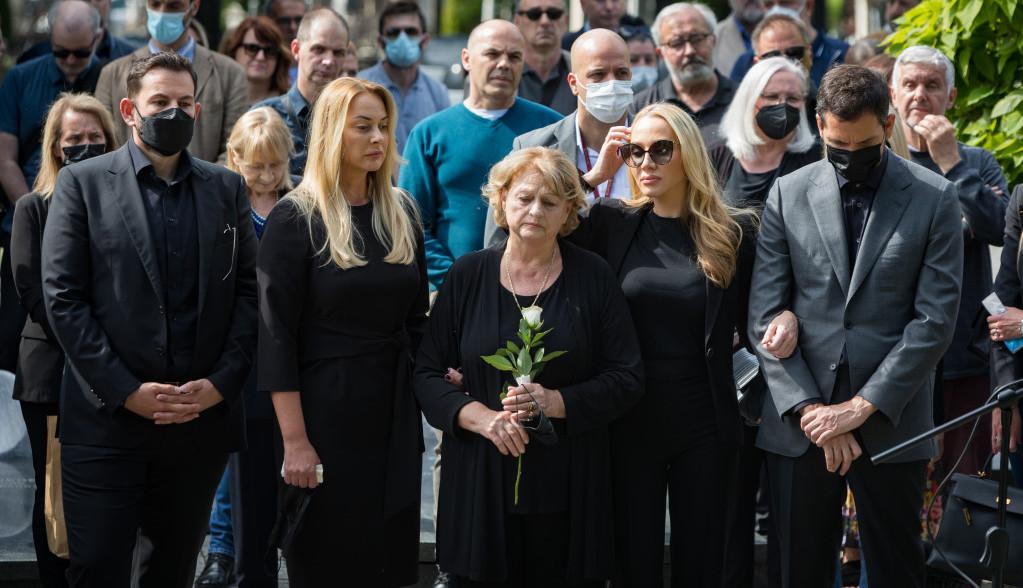 Sahranjen slavni reditelj Božidar Nikolić, ispratila ga skrhana porodica i mnogobrojni poznati (FOTO)