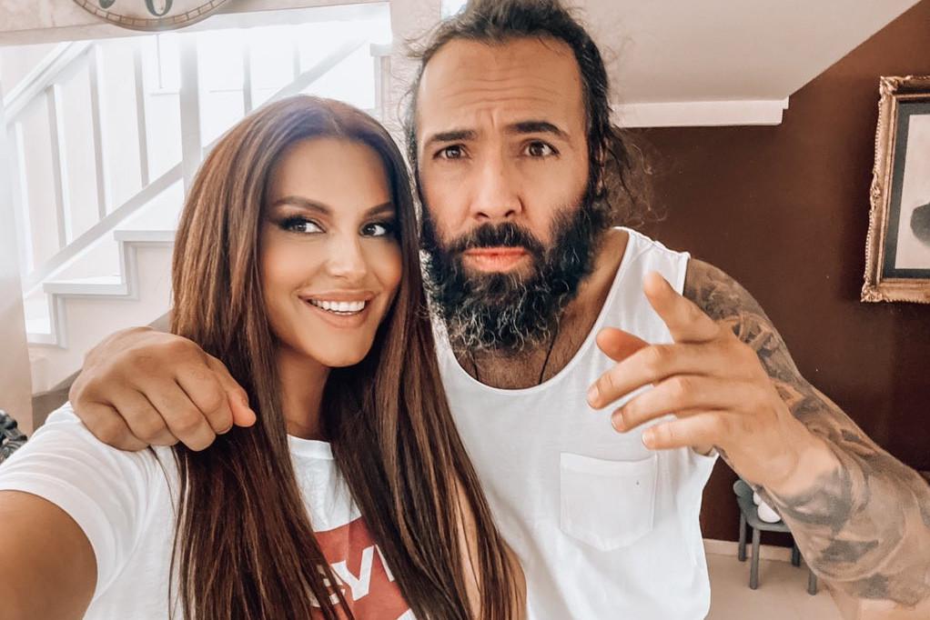 LJUBAV NA JAHTI: Ovako Seka Aleksić i njen suprug Veljko Piljikić provode odmor ZALJUBLJENI KAO PRVOG DANA (FOTO)