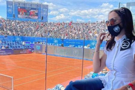 SVI SU GLEDALI U NJU! Prijovićka se pojavila u VIP loži na Novakovom meču, na sebi nosi stvari u vrednosti stana u Beogradu (FOTO)