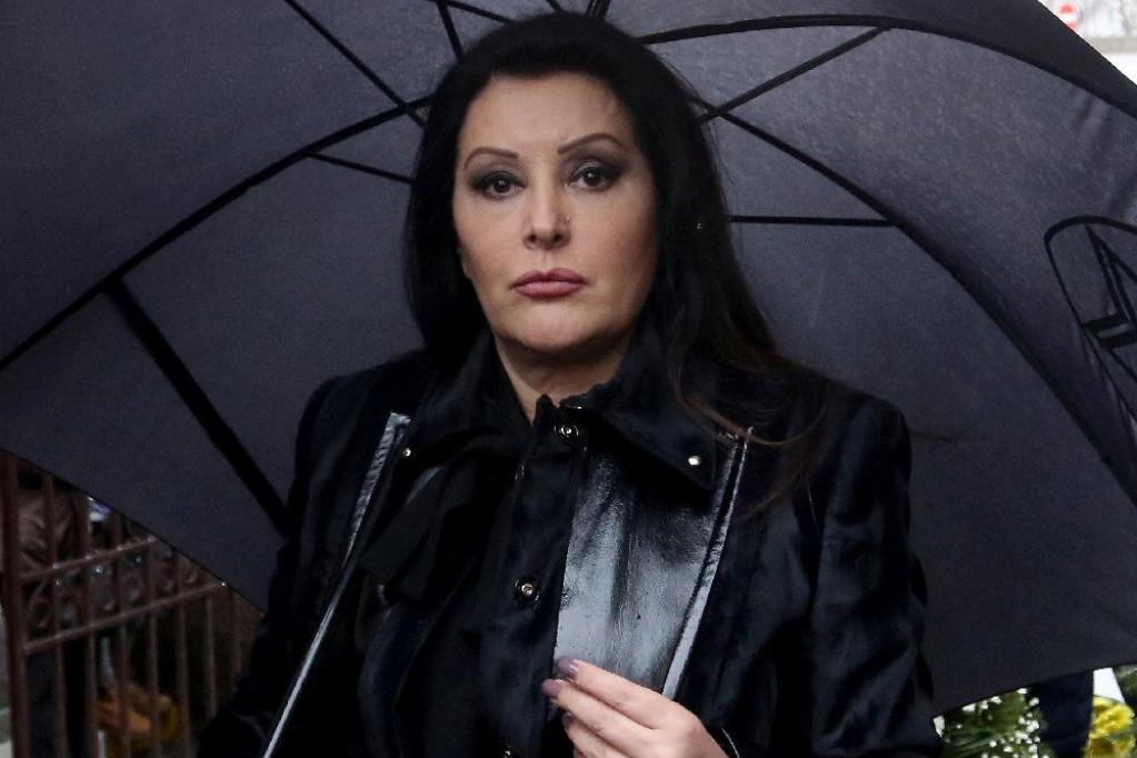 TRAGEDIJA u porodici Dragane Mirković: Pevačica slomljena