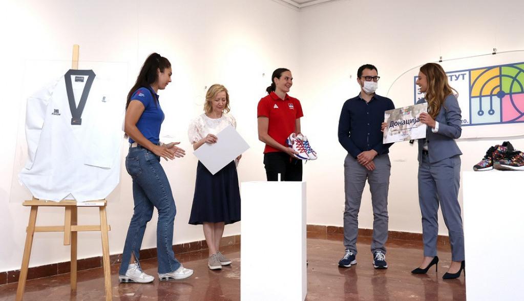 NIS u humanitarnoj akciji Instituta za ženski sport:  Predmeti Marine Maljković i ambasadorki Instituta prodati u dobrotvorne svrhe