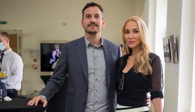 Uz suprugu kada je najteže: Retko zajedničko javno pojavljivanje Marka i Jovane Mišković na komemoraciji njenom preminulom ocu