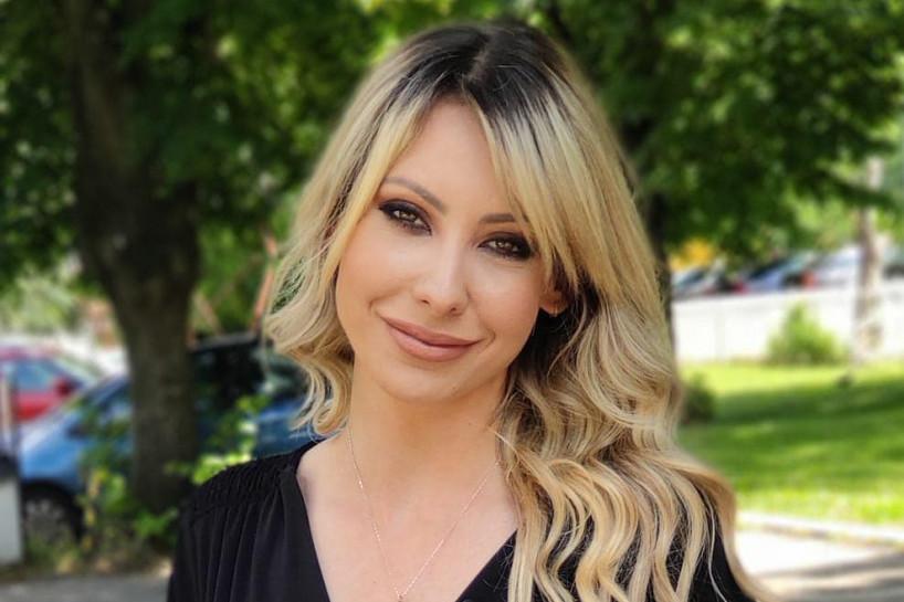 Razvela se, izašla iz medijske senke i očarala publiku: Bivša žena Mašana Lekića izgleda bolje nego ikad (FOTO)