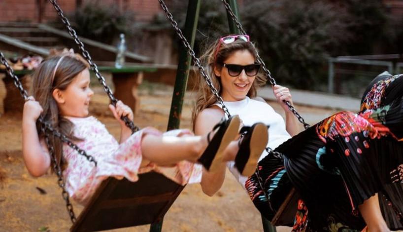 Kao iz reklame: Kristina Radenković i njena naslednica Tara održale modnu lekciju za mame i ćerke (FOTO)
