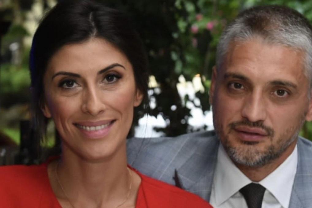 Fotke o kojima svi pričaju: Evo koja slavna voditeljka se pridružila Čedi Jovanoviću i njegovoj supruzi na luksuznom letovanju
