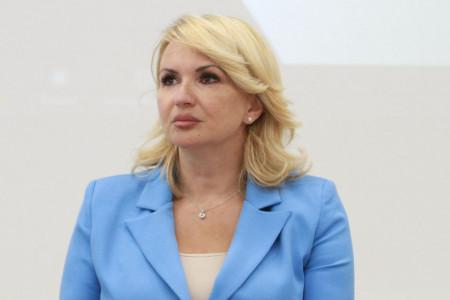 Modna lekcija najstilizovanije ministarke: Darija Kisić - Tepavčević otkriva bez čega je ženski garderober nezamisliv (FOTO)