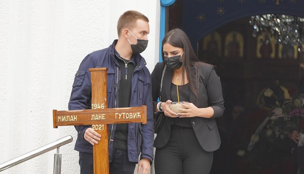 Sahranjen Lane Gutović: Ćerka, sinovi i nevenčana supruga neutešni (FOTO)