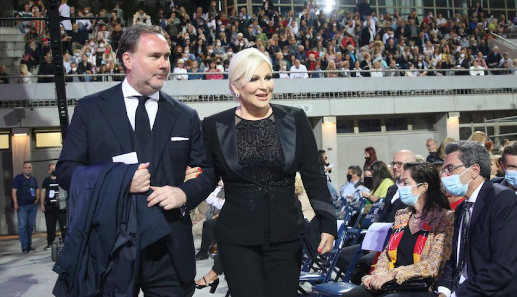 Evo zašto su sinoć svi gledali u ministarku Zoranu Mihajlović i njenog supruga (FOTO)