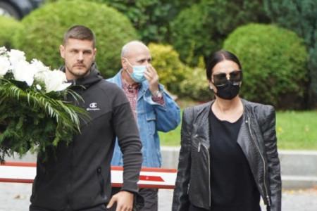 Incident na sahrani Marine Tucaković: Laća udaljio Cecu sa sahrane svoje majke