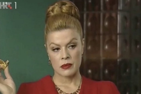 Nismo je videli godinama! Mia Begović stigla u Beograd, iznenadiće vas kako danas izgleda (FOTO)
