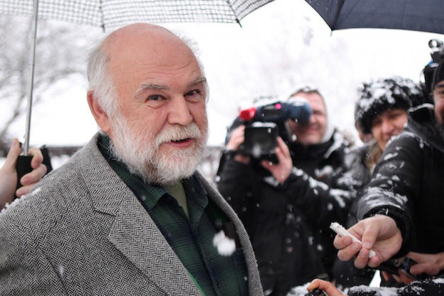 BILA JE UDATA ZA POZNATOG MUZIČARA: Ćerka Aleksandra Berčeka je prava lepotica, a evo zašto joj otac nije došao na venčanje