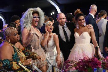 Modni trenuci SAG NAGRADA: Lejdi Gaga izgledala je GLAMUROZNO, a tek da vidite Ketrin Zitu Džouns (foto)