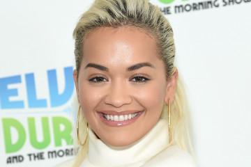 Smelo izdanje pop zvezde: Rita Ora u ČUDNOJ MODNOJ kombinaciji (foto)