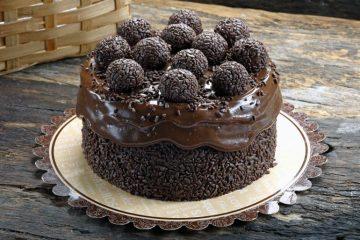 Neka vas očara neodoljiva LEŠNIK torta sa karamelom i rumom!