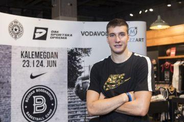 Lepa sportistkinja u njegovom zagrljaju: Bogdan Bogdanović smuvao ćerku kolege?