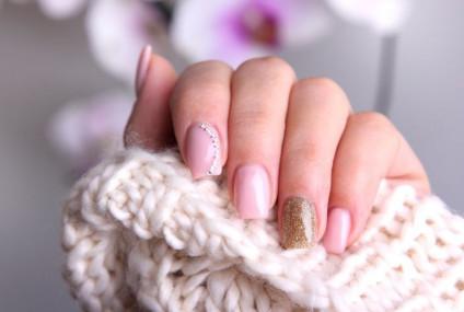 Šta ne radite kako treba – Kozmetičari upozoravaju gde grešite kada lakirate nokte