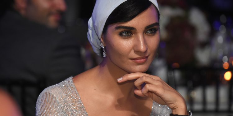 Turska glumica Tuba Bujukustun