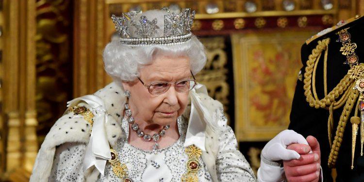 Kraljica Elizabeta - Povratak vladarke